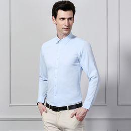 a2b9070e739 Camisa de vestir al por mayor de los hombres a rayas Camisas formales del  negocio social Diseño clásico Manga larga Camisas sin hierro Sarga gruesa