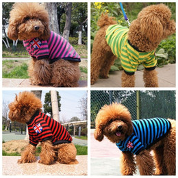 2021 chemises drapeau britannique Pet Fashion Series Dog vêtements d'automne polo chemises en tricot British Flag Stripe petit chien gilet casual T-shirt 5 tailles 4 couleurs chemises drapeau britannique pas cher