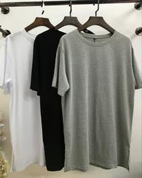 Camisa de hombre manga larga online-2017 Streetwear Of God longitud extendida Slip Men Basic T-Shirts / Moda manga corta O-cuello alargar hombres Tee negro blanco gris