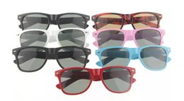 Wholesale Wholesale Modern Style Sunglasses - Fashion classic style sunglasses Women and Men modern Beach sunglass Multi-color Eyewear 7 colors