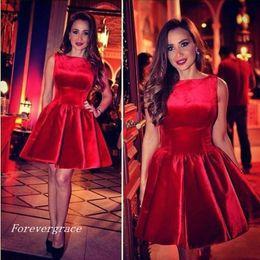 Дешевые красное короткое платье возвращения на родину линия шеи экипажа без рукавов младших девочек носить коктейль выпускной вечернее платье на заказ плюс размер от