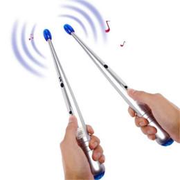 I tamburi dei giocattoli online-Giocattolo musicale elettronico giocattolo novità novità regalo educativo per bambini bambini bambino tamburo elettrico bastoni Rhythm percussione aria dito DHL