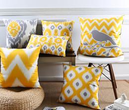 Cubrir azulejos online-Cubierta de cojín de color amarillo cálido geométrico Chevron Stripes Marruecos Patrón de azulejo de terciopelo Cojín fundas Sofá Bird Tree Funda de almohada de flores