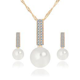 5b25a650a466 Joyería de moda de las mujeres Conjunto Collar Pendientes Simulado Simple  Perla Colgante de Cristal de Color Plata Conjuntos de Joyas de Boda