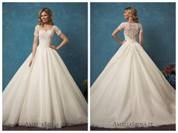 Wholesale Ball Gown Tulle Wedding Dresses - 2017 Lace Ball Gown Wedding Dresses Bridal Gowns Ivory Tulle Wedding Dress Short Sleeve Wedding Gowns Alyssa Applique V Neck Covered Button