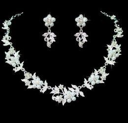 Nueva aleación nupcial árbol de la chaqueta deja pendientes de collar de perlas de moda vestido de novia coreano dos conjuntos de collar de flores de diamantes de imitación desde fabricantes