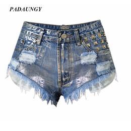 Pantalones de remache punk online-Al por mayor- PADAUNGY Jeans de plata Mujer pantalones cortos de mezclilla punk de pierna ancha pantalones Ripped Rivet Hotpants pantalones delgados de cintura alta Pantalones Mujer