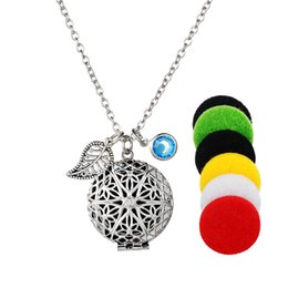 Wholesale Gasket Oil - Wholesale- Round Locket Aromatherapy Locket Pendant Necklace 5 Free gaskets Round Hollow out star shaped Essential Oils Diffuser