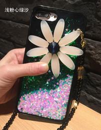 Margherite di plastica online-2017 Nuovo Liquid Quicksand Hard Plastic PC + TUP Custodia morbida per iPhone 7 Bling Glitter Floating Paillettes Cover con margherita