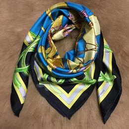 Argentina Nuevo diseño de marca de primavera y otoño 100% material de seda 90 cm * 90 cm pañuelos cuadrados de impresión de tres colores para las mujeres Suministro