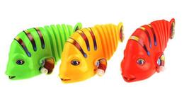Sulla catena di giocattoli all'ingrosso serie orologeria oscillazione produttori di pesci all'ingrosso di giocattoli per bambini da