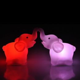 luzes da noite em forma de animais Desconto Atacado-New Fashion New Cute Elephant Forma Mudança de Cor LED Night Light Lamp Wedding Party Decor Frete Grátis