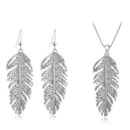 Pendientes de plumas online-Diamante lleno Pendientes de Plumas Alas Conjunto de Collar Regalo de moda Mujeres de Lujo Estilo Bohemia Elegante Mujer Joyas de Cristal Conjuntos Para Boda