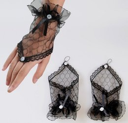 Wholesale High Fashion Wedding Gloves - High Quality- Sexy Lace Wrist Fingerless Gloves For Wedding Evening Party Bridal Short Gloves Dress None Fingers Gloves 1HOA-Free Shipping