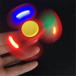 2019 bunte flash-spinnerei LED-Blitz-Finger-Gyro Licht-emittierende bunte Fingerspitzen-Gyro Glow In The Dark Unterhaltsame Gyro-Spinning-Top Tri Spinner Dekompression Spielzeug rabatt bunte flash-spinnerei