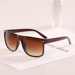 Occhiali da sole eleganti per gli uomini online-DIGUYAO oculos de sol feminino 2017 vintage Square Frame Rivet elegante donna uomo occhiali da sole oculos de sol Occhiali da sole