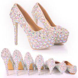 Argentina 2017 zapatos de boda nupciales bombas de la boda hebilla de cristal zapatos de tacón alto Rhinestone de la perla chispeante zapatos de la princesa de la boda tamaño grande Suministro