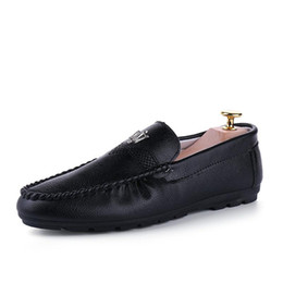 Wholesale Patent Leather Boat Shoes - 2017 Brand New Leather shoes Mens Loafers Fashion Handmade Moccasins Leather Men Flats Slip On Male Boat Shoe Flats Shoes Walking vanx