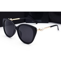 Wholesale Pearls Woman - 2017 woman sunglasses Brand lady luxury designer with box logo UV400 polarizing fashion sunglasses for women pearl frame