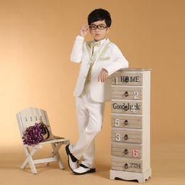 Yeni Beyaz% 100% Pamuk İlkbahar Yaz Boys 'Kıyafet 6 adet suit Boy elbise Bluz pantolon yelek gömlek papyon kuşak nereden eski takım elbise tedarikçiler