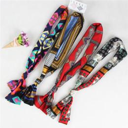 Маленькие ленты с атласной лентой онлайн-Высокого класса женщины связали мешок шарф дамы Малый лук атласные шарфы ленты многофункциональный дизайн одежды обертывания 145 * 18 см SS-020