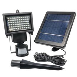 2019 luces de inundación con sensor de movimiento 60 LEDS Solar LED Floodlight Al aire libre fresco blanco PIR Sensor de movimiento LED Flood luz de la lámpara de jardín de ruta de pared de iluminación de emergencia rebajas luces de inundación con sensor de movimiento