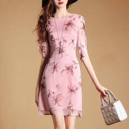 a8a48b52cf28 I nuovi vestiti di seta stampati floreali mette il vestito casuale da  Bodycon da estate dei vestiti casuali dalle donne del O-Collo del manicotto  mezza