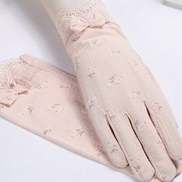 Wholesale C Gloves - Women's short gloves spring and summer lace gloves flowers non-slip gloves breathable sunscreen fashion accessories activities party multi-c