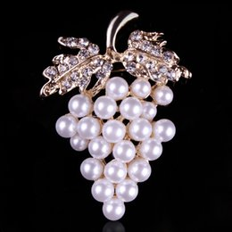 Wholesale Rhinestone Brooches For Dresses - Wholesale- Fashion Grapes Brooches Imitation Pearl Brooch Crystal Rhinestone Flower For Bridal Dresses Scarf Buckle Pins --7579