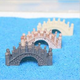 Ferramentas de jardinagem em miniatura on-line-3 cores Resina Mini Ponte Em Miniatura Paisagem Fada Jardim Musgo Terrário Decoração Ferramenta Artesanato de Jardim 4.5 cm * 2 cm * 2 cm