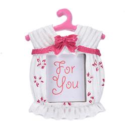 Deutschland Rosa blau kleiner Bilderrahmen Resin Baby Kleidung Muster Baby Bilderrahmen beste Geschenke Home Decor cheap best picture frames Versorgung