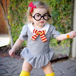 Pantalones cortos para bebé niña online-Ins Europe Fashion Infant Baby Girls Cute Rompers Bowknot Corbata de manga corta Tops Mono de algodón Monos Niños Pequeños bebés Bebés Jerseys de niño