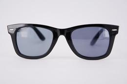 2019 rectángulo de plástico transparente Gafas de sol plásticas baratas para la mujer y el hombre Gafas de sol reflexivas al por mayor del rectángulo con el marco claro de las lentes del diseñador del remache en venta rectángulo de plástico transparente baratos