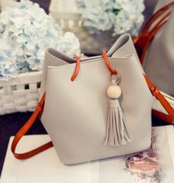 Wholesale Ladies Fringed Handbags - Wholesale- new bucket bag ladies mother bag autumn fashion new fringed handbag shoulder Messenger bag