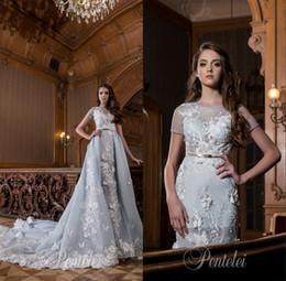 Vestido de noiva applique gelo on-line-Overskirts vestidos de noiva 2017 pentelei com 3d floral applique mangas curtas luz gelo azul colorido romântico vestidos de novia para noivas