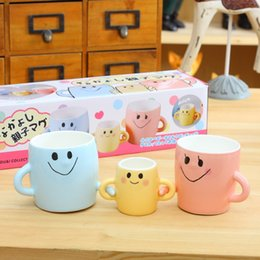 Wholesale Face Mugs - Creative Colorful Ceramic Mug Parent-child Hand In Hand Cup Set Hand-painted Smiley Face Coffee Cup With Handgrip 2017 Trendy Home Drinkware