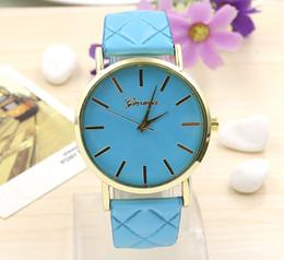 Reloj estilo ginebra oro online-Nuevo estilo al por mayor precio de las mujeres vestido de Ginebra reloj de las mujeres de color oro rosa Moda Reloj de vestir de las mujeres relojes de cuero relojes
