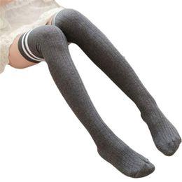 3cca2f9875954 Gros-Feitong Femmes Rayé D'hiver Sur Le Genou Chaussettes Pour Les Femmes  Filles Leg Warme Doux Au Tricot Crochet Chaussettes Femelle Cuisse Haut ...