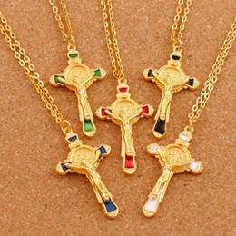 2019 цепочка g 20 шт./лот эмаль Cristo Redentor Saint Benedict 5 цветов медаль позолоченный крест распятие кулон ожерелья 24 дюймов цепи N1670-г дешево цепочка g