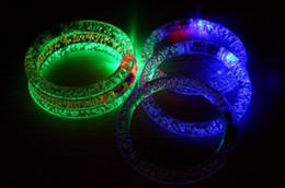 Canada Rassemblements chauds accessoires acrylique lumineux bracelet nuit marché décrochage jouets en gros approvisionnement de petit flash cheap acrylic latex wholesale Offre