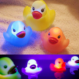 Wholesale Bathroom Baby - Beach Toy Rubber Duck Bath Flashing Light Toy Auto Color Changing Baby Bathroom Toys Multi Color LED Lamp Bath Toys WD036