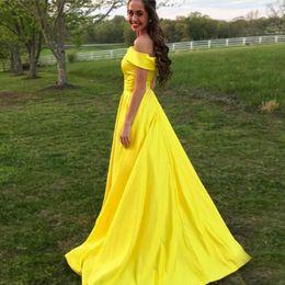 Amarillo vestidos de graduación aline online-El satén amarillo largo del baile de fin de curso de los vestidos simples del baile de fin de curso del hombro Aline por encargo hizo los vestidos de noche baratos Envío rápido