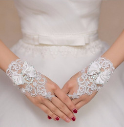 Wholesale Ivory Satin Wedding Fingerless Gloves - White Ivory Wedding Gloves Fingerless Crystals Bow Wrist Length Bridal Gloves Cheap Short Bride Wedding Accessories