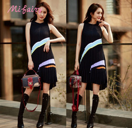 Wholesale Sleeveless Knit Dress Woman - Runway Dresses 2017 Black Contrast Color Sleeveless Pleats Women's Knitting Dress Summer Celebrity Style Dress C061770