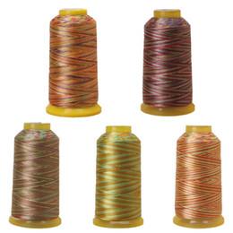 Máquinas de coser baratas online-Carrete de hilo de coser multicolor barato Industrial poliéster hilo de coser máquina de coser suministros 1800yard W210
