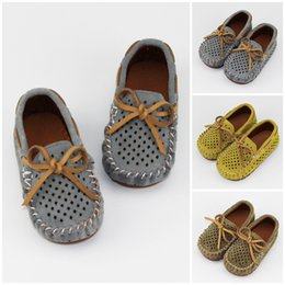 Wholesale Camo Fabric Wholesale - New 2017 Baby Shoes Moccasins soft sole moccs Camo Prewalker Booties Toddlers Infant Bbow leather First Walker Bowknot Hole shoes A7291