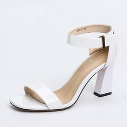 Argentina Sandalias de Mujer 2017 Verano Nueva Moda Sexy Conciso Punta Abierta de Cuero Genuino Blanco Carne Gris Mujer Zapatos de tacón alto Ancianos Hebilla de Metal Suministro