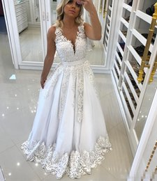 Wholesale Beautiful Fashion Dresses For Women - New Beautiful White Women Evening Dresses for Recepition with Bow Backless 2017 Lace Appliques Sexy V neck Prom Dress Pearls Formal Gowns