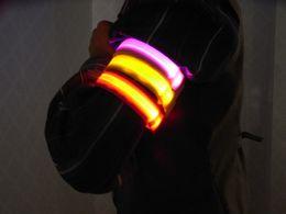 ha portato i wristbands in esecuzione Sconti Braccio da corsa leggero con LED BRACCIALE SPORTIVO luci di sicurezza per la guida notturna. Cinturino per gambali equipaggiamento riflettente