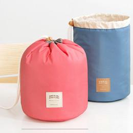 Venta caliente barril en forma de bolsa de viaje de nylon de alta capacidad con cordón elegante lavado de tambor bolsas organizador de maquillaje bolsa de almacenamiento C030 desde fabricantes